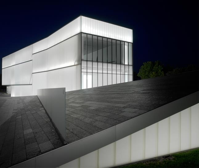 THE NELSON-ATKINS MUSEUMOF ART Kansas City, Missouri by Steven Holl Architects