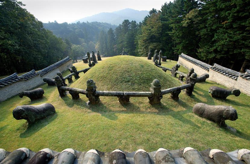 The Royal Tombs of the Joseon Dynasty, Copyright UNESCO/ Seo Heur-Kana/ NRICH