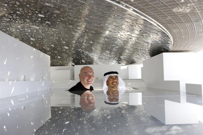 Jean Nouvel and Sheikh Sultan bin Tahnoon Al Nahyan, Chairman of TDIC inspect a prototype ceiling in Nov 2009