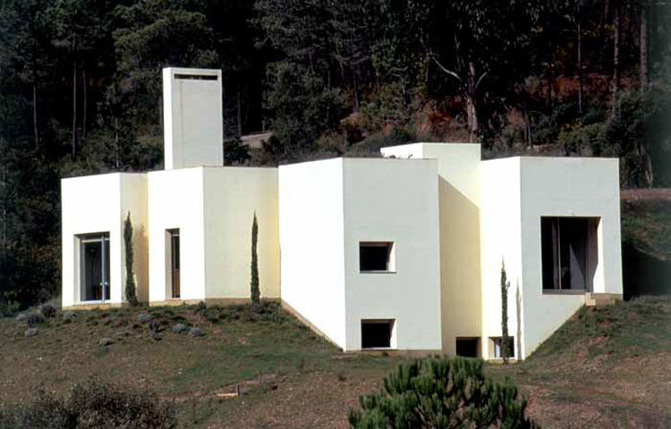 House in Serra da Arrábida, Portugal: Photo by Luis Ferreira Alves