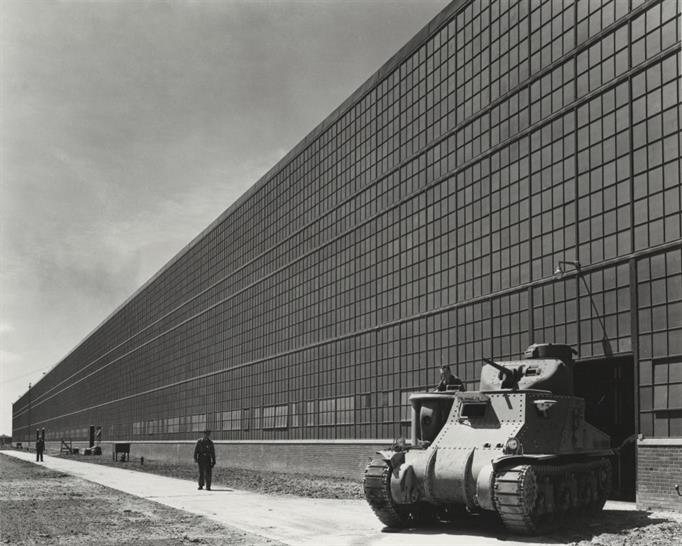 Arsenal de chars de Chrysler, Warren Township, Michigan, par Albert Kahn Associates, 1941. Photographie de Hedrich-Blessing. © Chicago History Museum, HB-06539-C