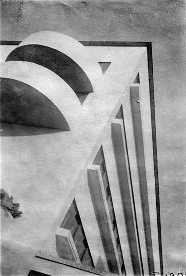 Narkomfin Communal House: corner detail of residential block M.A. Ilyin, 1931. Courtesy Department of Photographs, Schusev State Museum of Architecture, Moscow and Royal Academy of Arts.