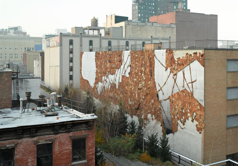 El Anatsui, Broken Bridge II, 2012. Commissioned by High Line Art, presented by Friends of the High Line. Photo by Austin Kennedy. Courtesy the artist, Jack Shainman Gallery, and Friends of the High Line.