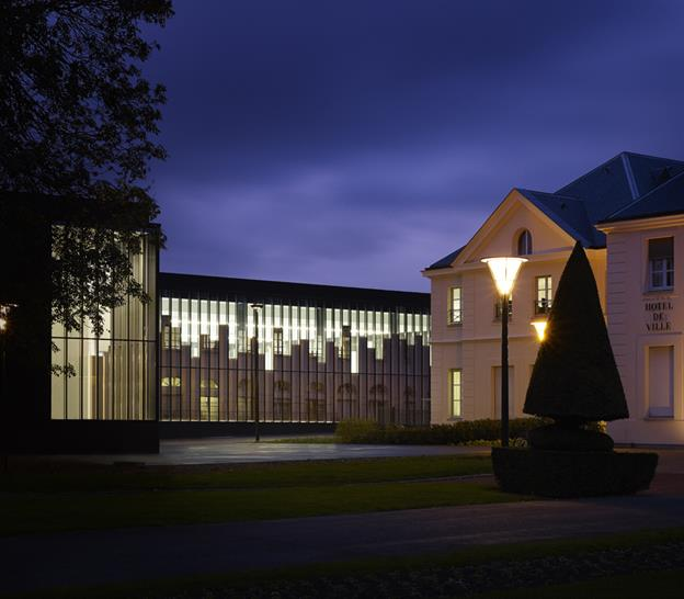 Gymnasium and Town Hall Esplanade - LAN Architecture