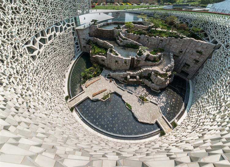 Central courtyard © James and Connor Steinkamp