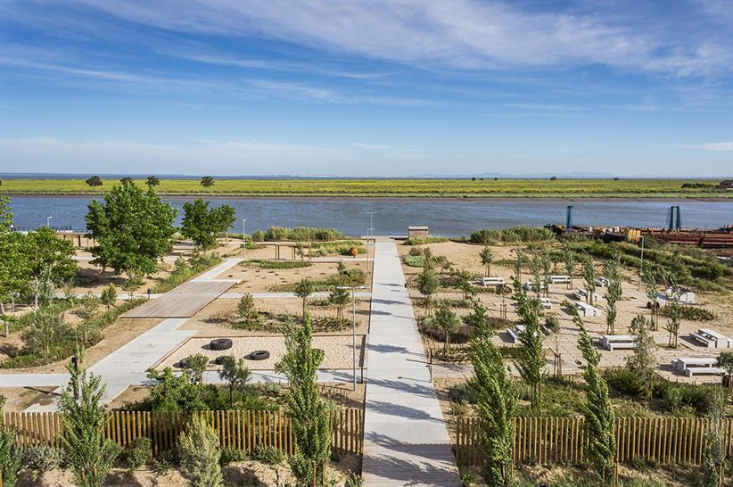 "<a href=""http://backstage.worldarchitecturenews.com/wanawards/project/tagus-linear-park/?source=sector&selection=longlist"" target=""_blank"">TAGUS LINEAR PARK</a> by TOPIARIS Lda &copy; Joao Morgado"