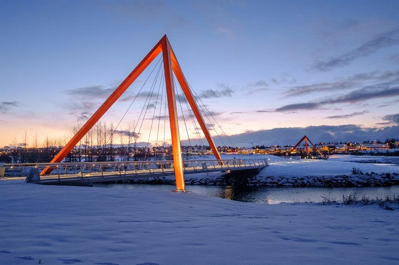"""<a href=""""http://backstage.worldarchitecturenews.com/wanawards/project/pedestrian-and-cycle-bridges/?source=sector&selection=longlist"""" target=""""_blank"""">Pedestrian and cycle bridges</a> by Teiknistofan Troo © Hans-Olav Andersen"""