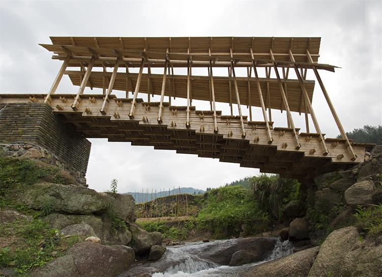 "<a href=""http://backstage.worldarchitecturenews.com/wanawards/project/wind-and-rain-bridge/"" target=""_blank"">Wind and Rain Bridge</a> by The University of Hong Kong / Superposition © The University of Hong Kong"