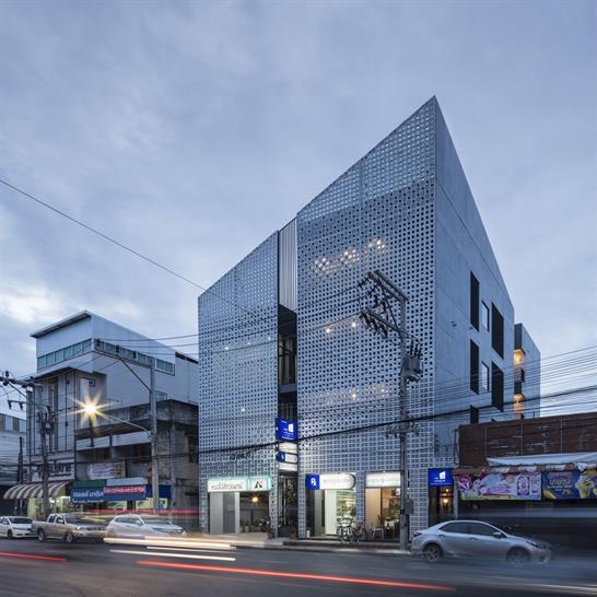 "<a href=""https://backstage.worldarchitecturenews.com/wanawards/project/multi-place/"" target=""_blank"">Multi-Place</a> by Ekar Architects &copy; Chalermwat Wongchompoo"