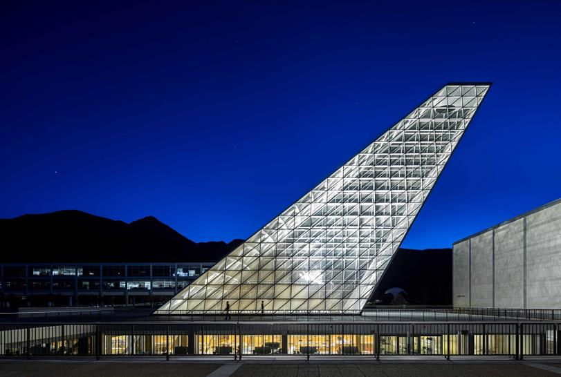"""<a href=""""http://bit.ly/2yNwBTN"""" target=""""_blank"""">US Air Force Academy - Center for Character and Leadership Development</a> by Skidmore, Owings & Merrill LLP © Magda Biernat"""