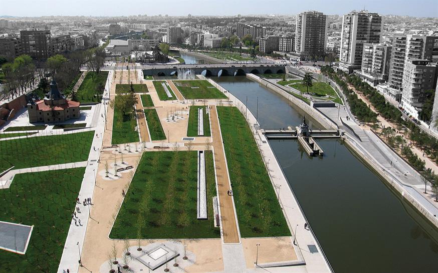 "<a href=""https://backstage.worldarchitecturenews.com/wanawards/project/madrid-rio/"" target=""_blank"">Madrid Rio</a> by &copy; Burgos & Garrido; Porras La Casta; Rubio & Álvarez-Sala; West 8"