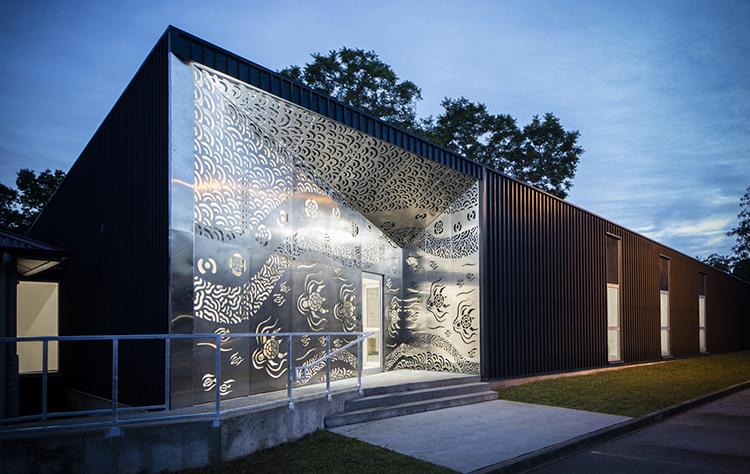 "<a href=""https://backstage.worldarchitecturenews.com/wanawards/project/biripi-aboriginal-clinic/"" target=""_blank"">Biripi Aboriginal Clinic</a> by Kaunitz Yeung Architecture © Brett Boardman"