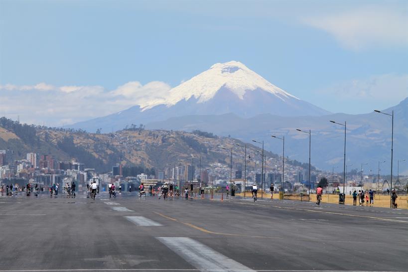 Quito, Equador - Parque Bicentenario w Cotopaxi
