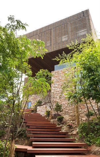 "<a href=""https://backstage.worldarchitecturenews.com/wanawards/project/meijie-mountain-hotspring-resort/"" target=""_blank"">Meijie Mountain Hotspring Resort</a> by &copy; AchterboschZantman Architecten"