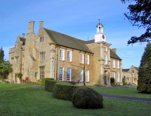 Hinwick Hall College [© Copyright Nigel Stickells]