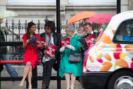Take a look at this: Famous London lookalikes read the debut free issue of Time Out at a bus stop